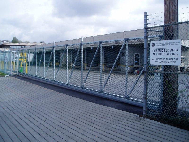 Automatic gates sliding swing progressive fence